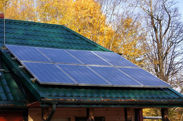 לוחות סולאריים לגג